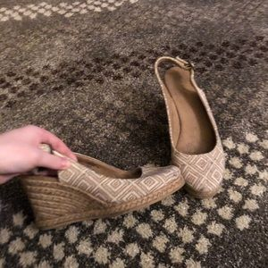 Heeled woven shoes